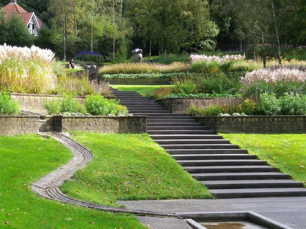 Giardino terrazzato foto design casa creativa e mobili - Terrazzamenti giardino ...