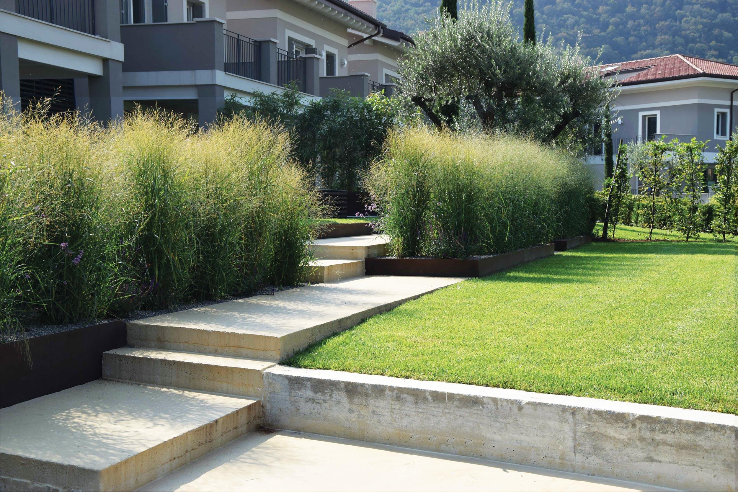Un giardino terrazzato vista lago progettazione giardini - Terrazzamenti giardino ...