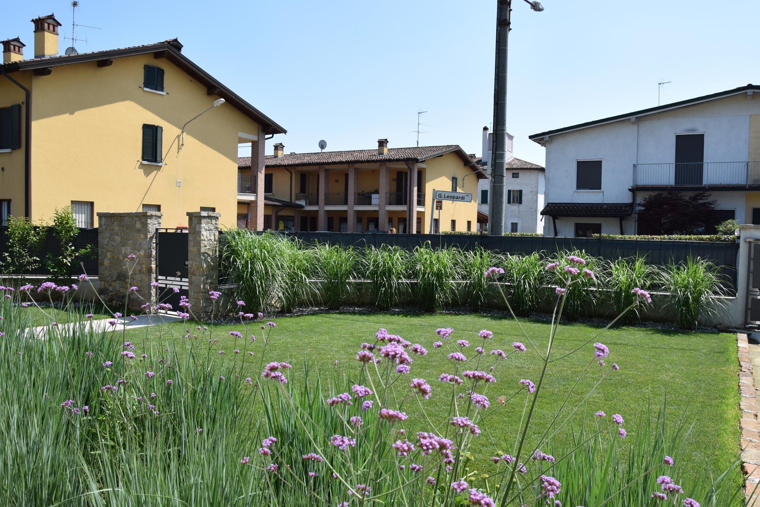 Giardino casa privata verolanuova bs progettazione giardini agronomo paesaggista brescia - Progettazione esterni casa ...