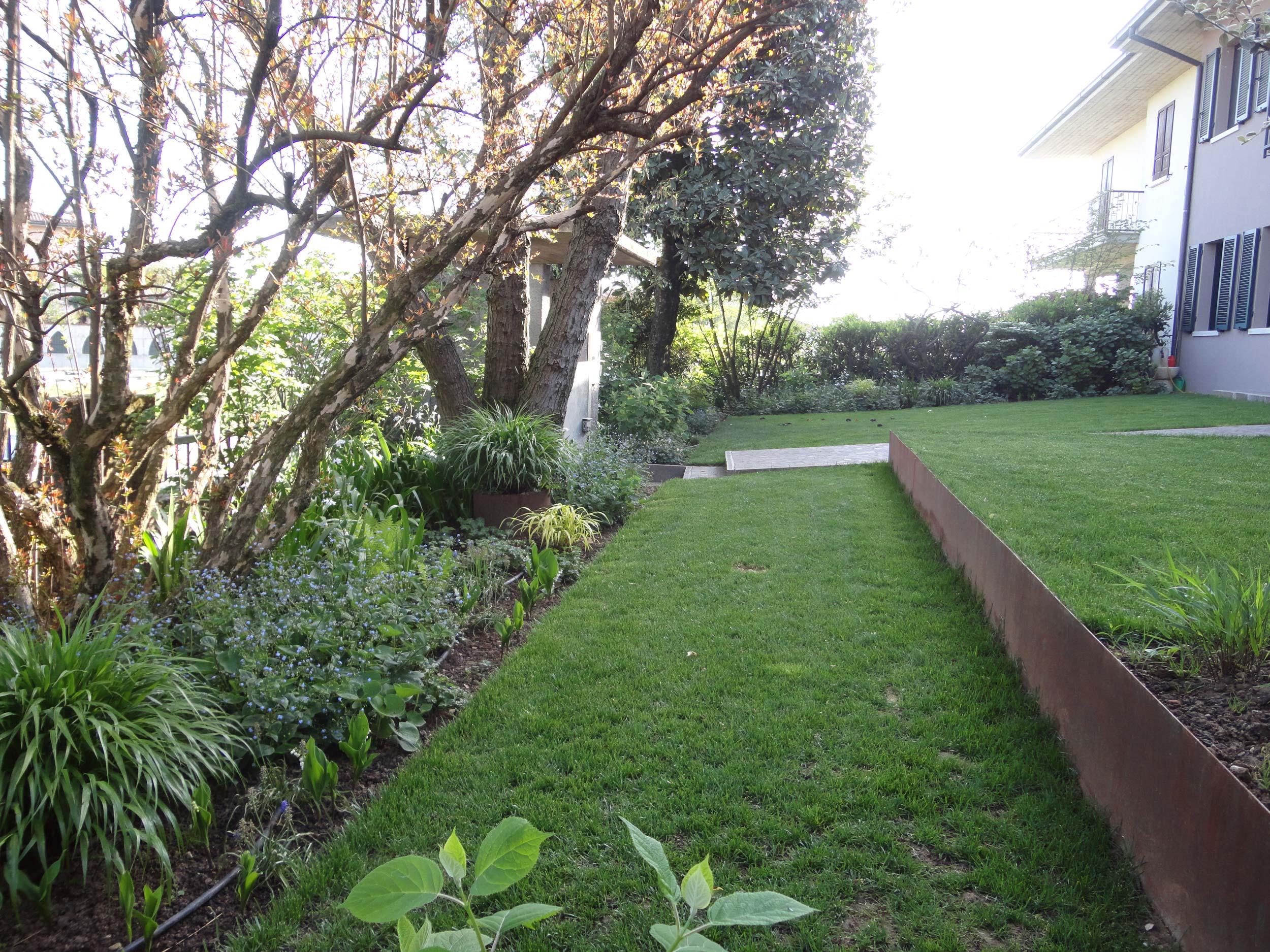 Giardino casa privata verolavecchia bs anno 2013 - Terrazzamenti giardino ...