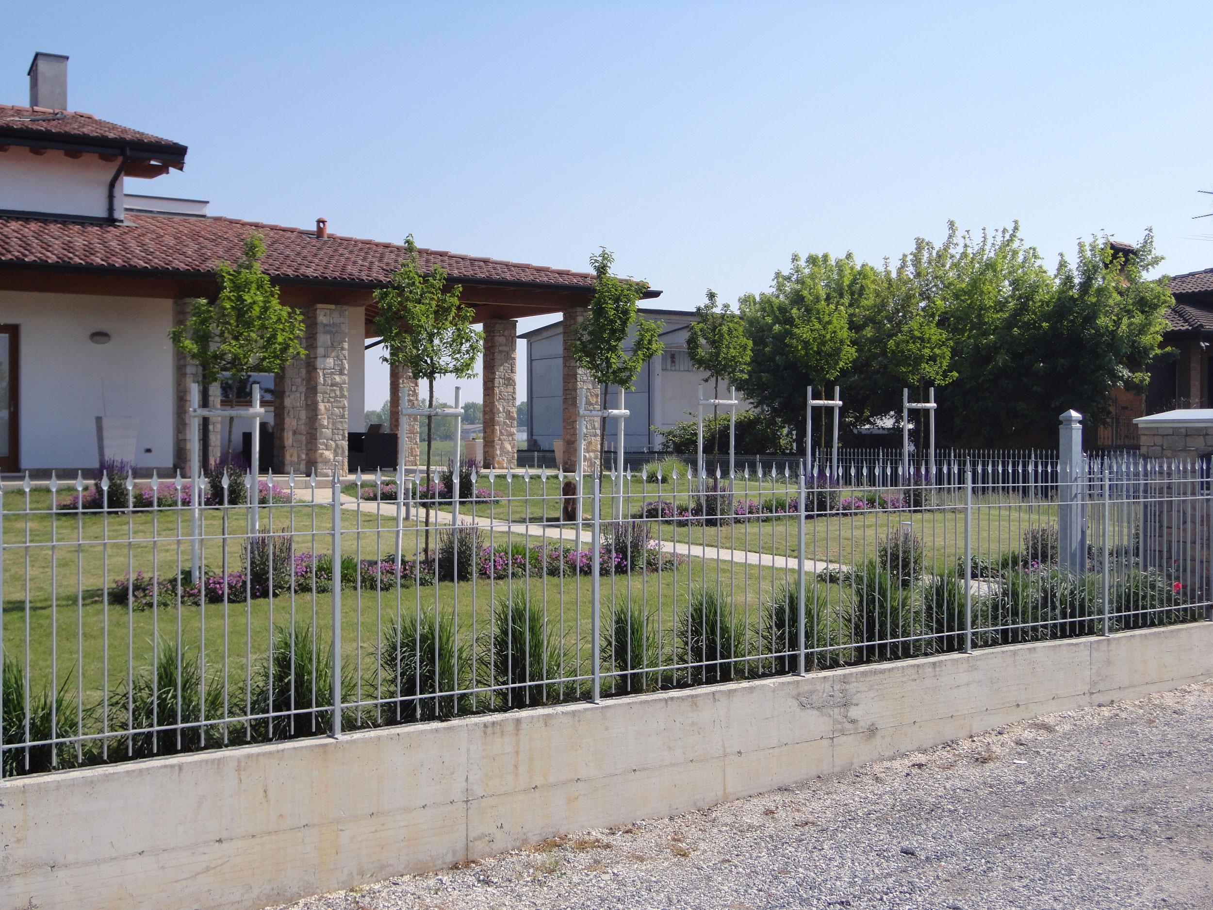Giardino di abitazione privata verolanuova bs anno for Disegnare giardini