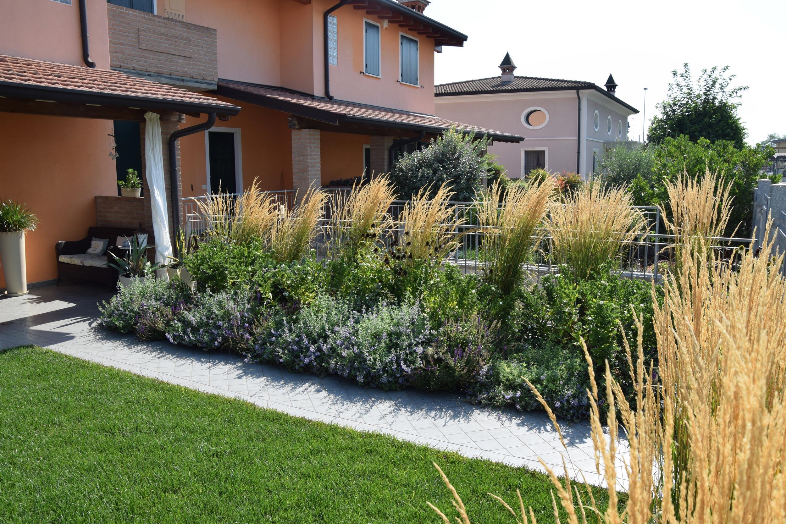 Piccolo giardino dal sapore britannico progettazione - Giardini privati progetti ...