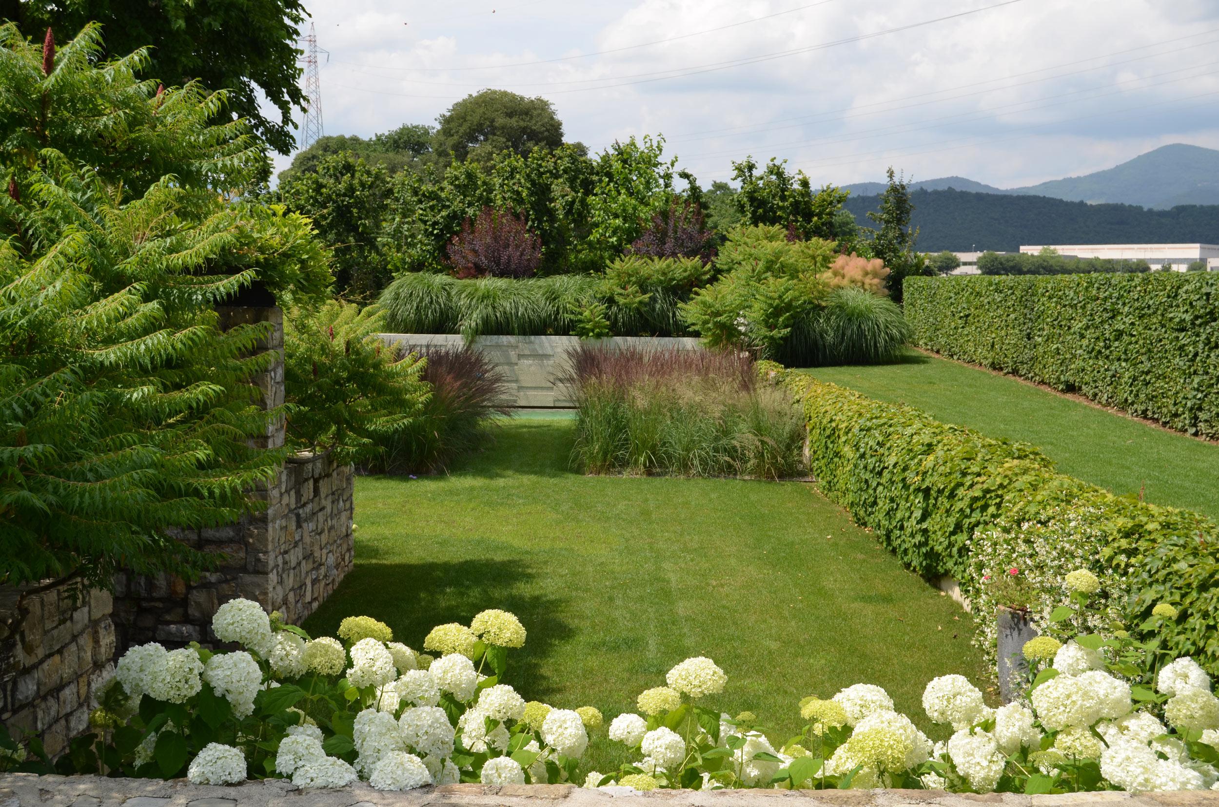 Progettazione giardini privati brescia matite verdi di simone montani agronomo paesaggista - Immagini di giardini fioriti ...