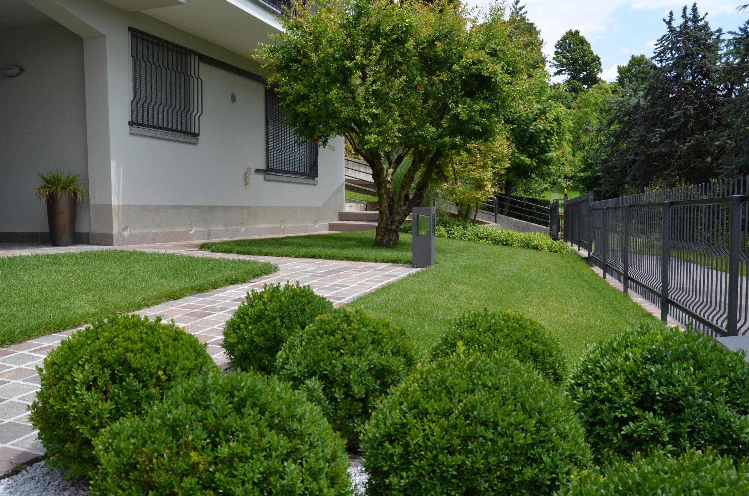 Progettazione giardini privati brescia matite verdi di for Giardini villette